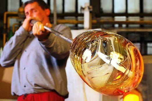 Если Вы заехали на один из заводов, где производят чешское стекло, то можно не только посмотреть как оно производится, но и приобрести что-нибудь на память!