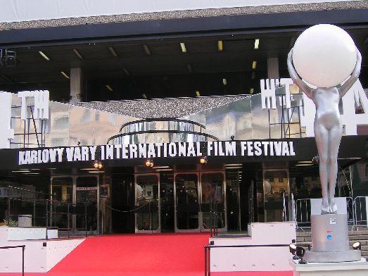 Концертный зал, где проходит знаменитый на весь свет «Mezinárodní filmový festival Karlovy Vary»