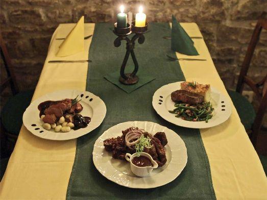 Меню ресторана представлено бладами чешской и  международной кухни