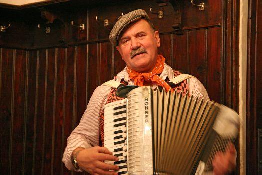 В некоторых ресторанах Праги можно не только вкусно поесть, но и послушать народную или джазовую музыку! Как например в известном на весь мир ресторане U Fleku