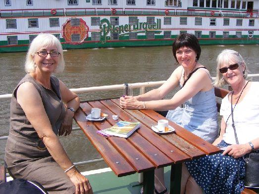 В июле в Праге очень тёпло и, как следствие, много туристов
