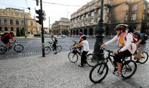 Июнь в Праге «удал» и на летнее тепло, и на дожди