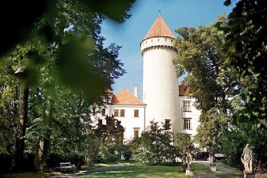 Конопиште - средневековый замок, перестроенный Эрцгерцогом Франц Фердинандом, превратился в роскошный музей его охотничьего оружия и трофеев