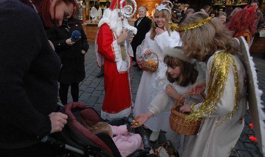 У нас - св. Николай, в Чехии - св. Миклуш