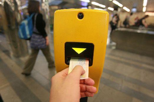 Стоимость самого дешевого билета в Пражском метро - менее одного евро