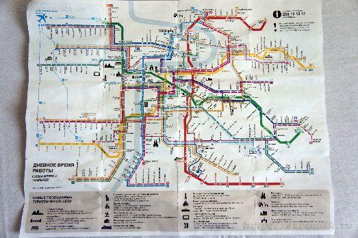 Схема метро в городе Прага с комментариями на русском языке (внизу)