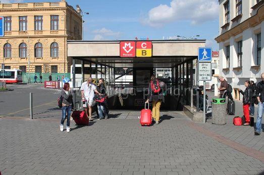 Вход в Метро в Праге