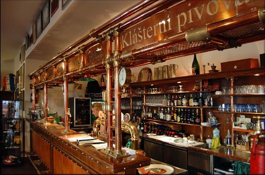 Пивоварня очень любима туристами, а разместится здесь смогут аж 400 человек! Находится по адресу Vodičkova 682/20, New Town, Prague-Prague 1