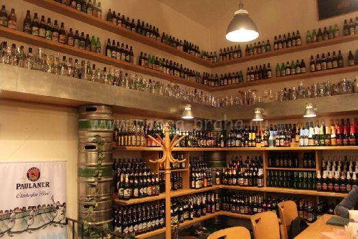 Пивотеки похожи на магазины, но здесь можно не только купить пиво, но и выбрать какое вам нравится больше на вкус