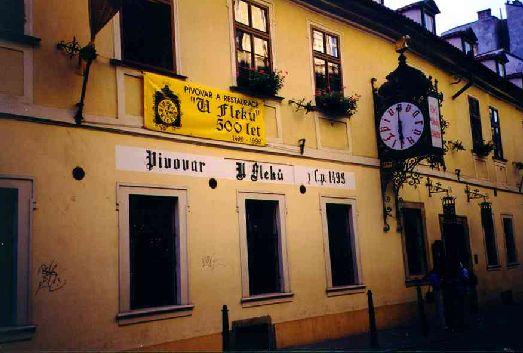 Знаменитая пивная U Fleku находится по адресу Křemencova, Prague 1 (центр города, рядом со станцией Národní třída)