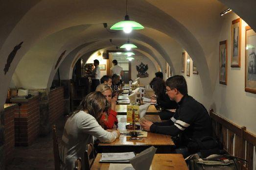 В пивоварне У Медведки можно не только попить пива, но и заглянуть в магазин - а там есть, что приобрести с собой на родину!