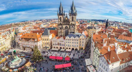 Однако обычно в Праге снега нет или он успевает быстро растаять..  Кстати, не исключены и приятные погожие дни, если повезет!