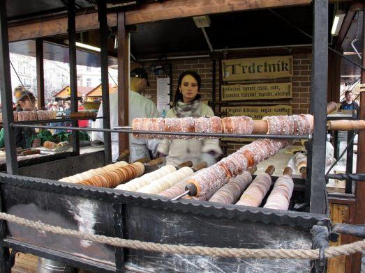 Традиционные чешские сладости в Праге - Трдельник