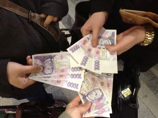 В Праге для оплаты используйте кроны, а с собой можно взять Евро