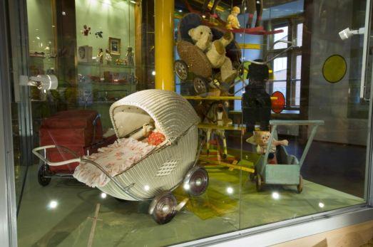 Как и в любой столице в Праге есть куда сходить с детьми.. например, в Музей Игрушек