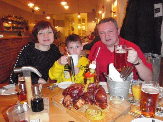 Классика чешской кухня - Вепрево Колено в ресторане 'У Фердинанда'
