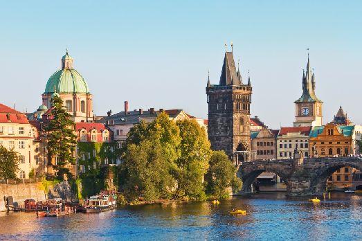 Летом в Праге стоит тёплая, солнечная, но не жаркая погода