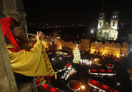 Миллионы людей собрались на Староместской площади для встречи Рождества!