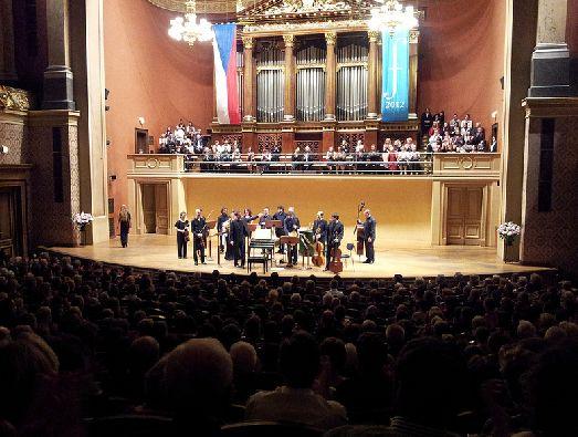 Во время Пражского весеннего фестиваля музыка звучит отовсюду